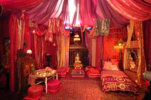 red_tent_2